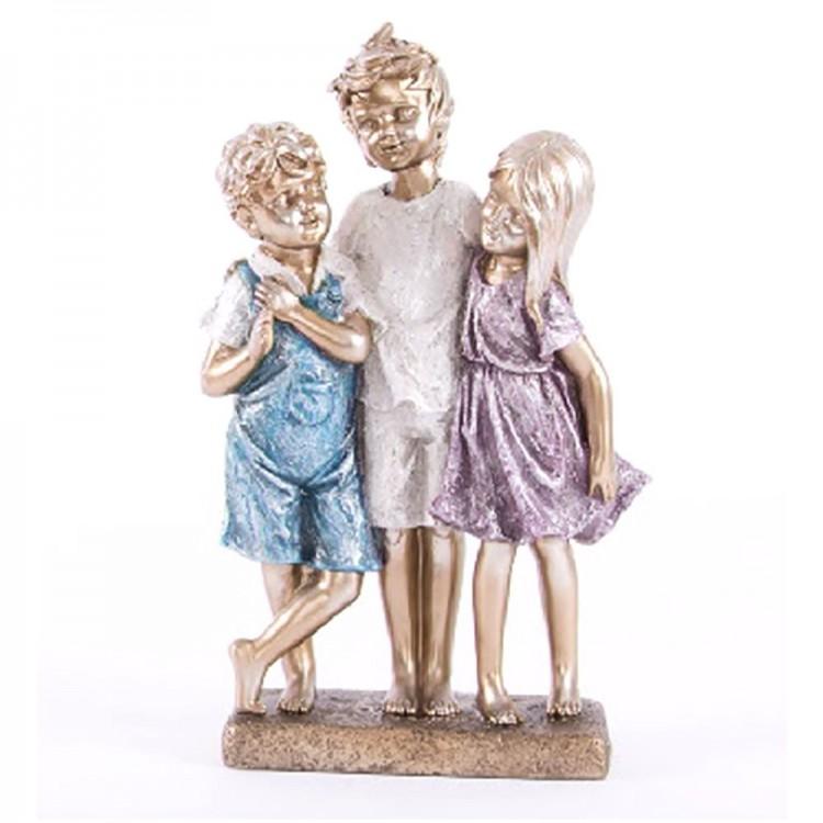 Figura trio niños con pedestal, resina (31x16x7)