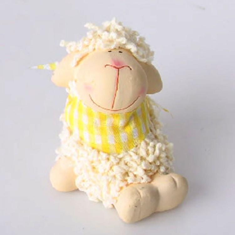 Figura oveja pañuelo amarillo, terracota (8x6.5)