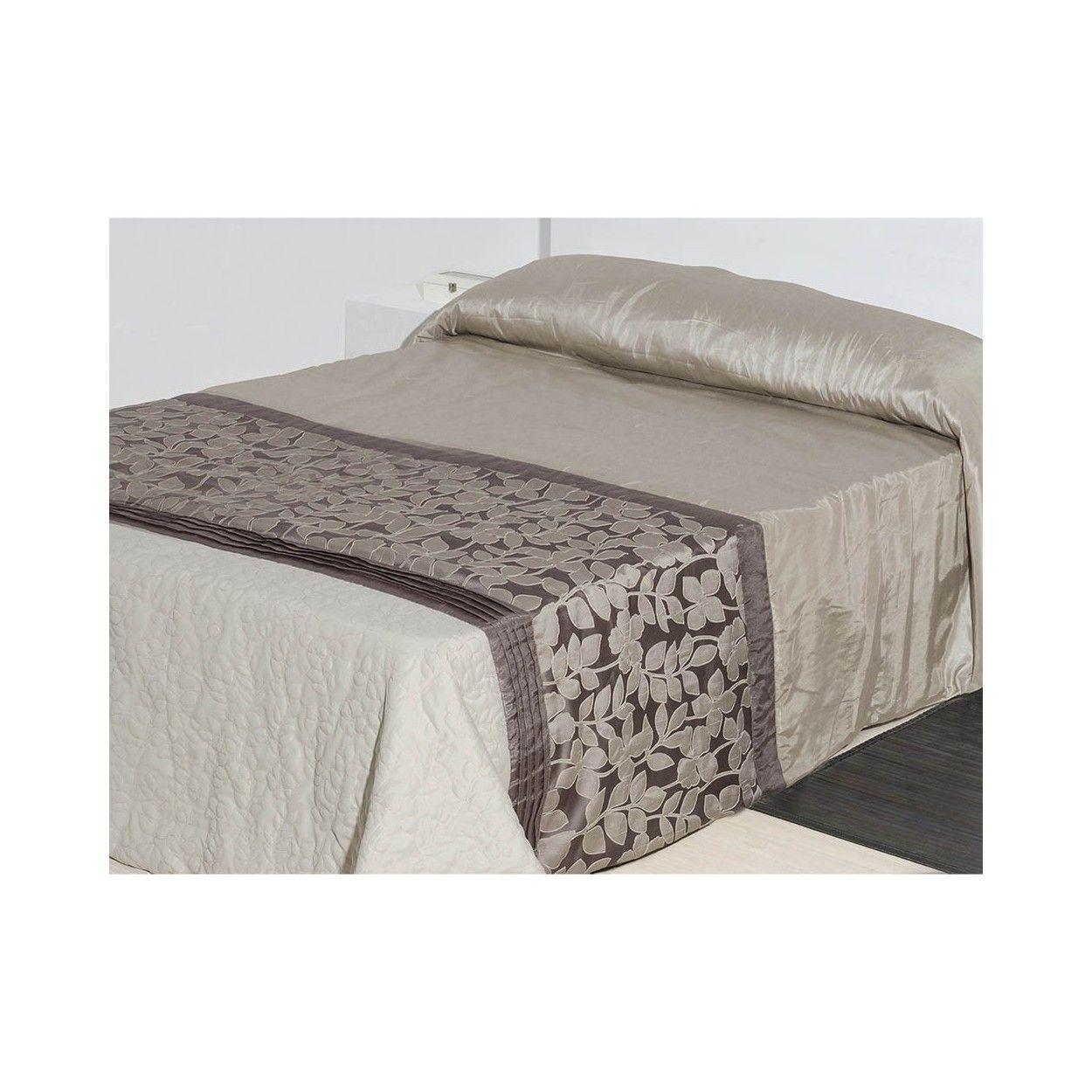 Colcha para cama de tafet n marr n floral 240x260 for Colchas para camas grandes