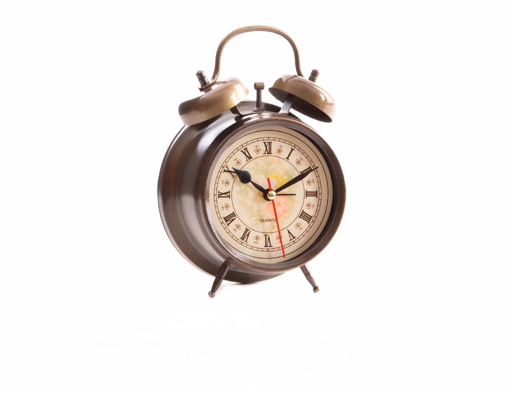Reloj despertador en metal (11.8x5.7x17 cm). Color dorado
