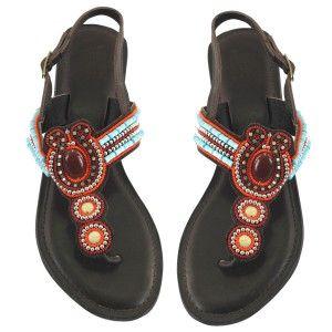 Sandalia piel marrón con abalorios