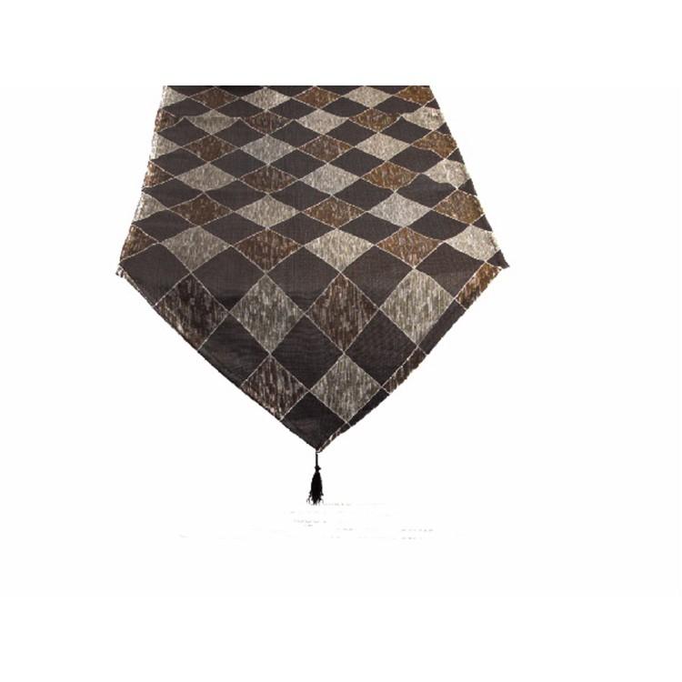 Camino de mesa fabricado en poliester decorado con rombos