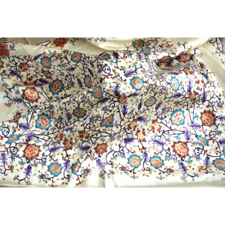 Pañuelo  de seda 100% natural, modelo floral lila, de Hogar y Mas