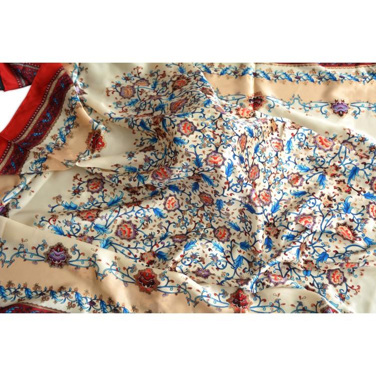 Pañuelo  de seda 100% natural, modelo floral rojo, de Hogar y Mas
