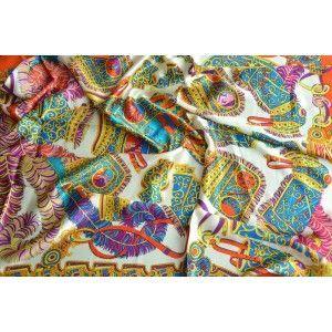 Pañuelo  de seda 100% natural, modelo plumas, rosa, de Hogar y Mas