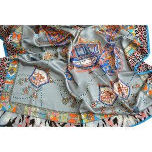 Pañuelo  de seda 100% natural, modelo escudos, gris, de Hogar y Mas