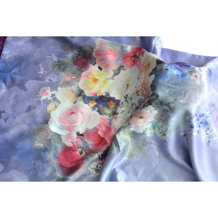 Pañuelo  de seda 100% natural, con dos caras y  flecos, modelo floral morado, colección otoño-invierno,  de Hogar y Mas