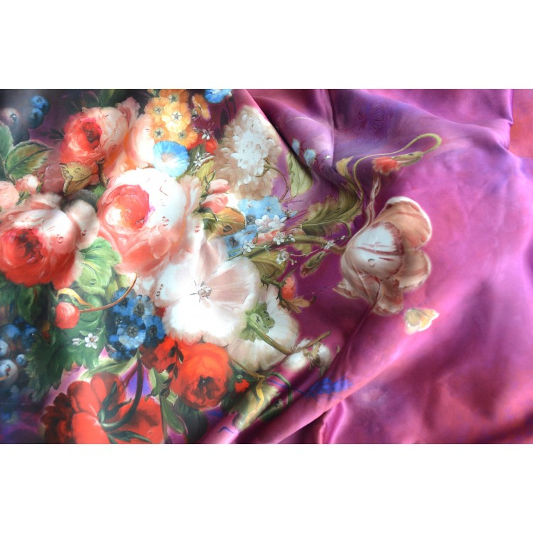 Pañuelo  de seda 100% natural, con dos caras y  flecos, modelo flores morado, colección otoño-invierno,  de Hogar y Mas