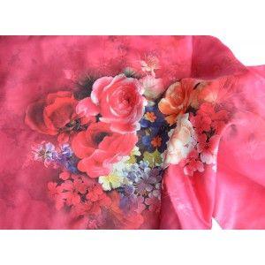 Pañuelo  de seda 100% natural, con dos caras y  flecos, modelo flores rosa, colección otoño-invierno,  de Hogar y Mas