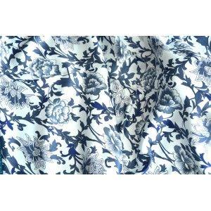 Pañuelo  de seda 100% natural, con dos caras y  flecos, modelo estampado azul, colección otoño-invierno,  de Hogar y Mas