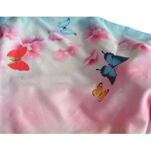 Pañuelo  de seda 100% natural, con dos caras y  flecos, modelo mariposas rosa, colección otoño-invierno,  de Hogar y Mas