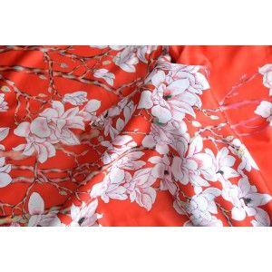 Pañuelo  de seda 100% natural, con dos caras y  flecos, modelo primavera naranja, colección otoño-invierno,  de Hogar y Mas