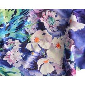 Pañuelo  de seda 100% natural, con dos caras y  flecos, modelo paraiso morado , colección otoño-invierno,  de Hogar y Mas