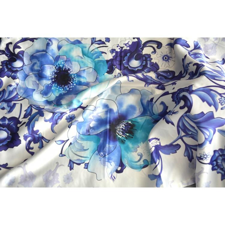 Pañuelo  de seda 100% natural, con dos caras y  flecos, modelo primavera blanco-azul , colección otoño-invierno,  de Hogar y Mas
