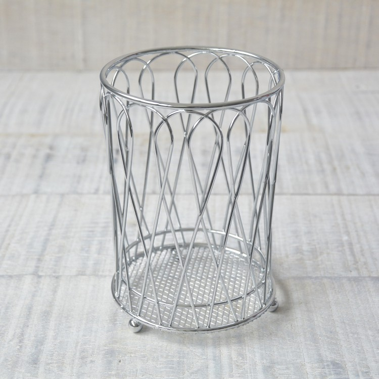 Cubertero de metal. Diseño industrial. Hogar y más