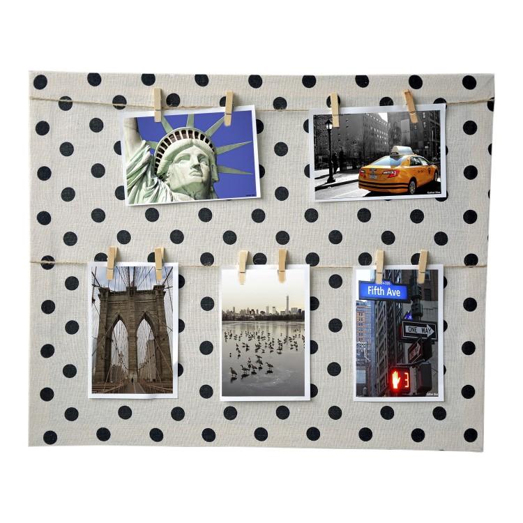 Marco multifoto beige, de lienzo textil y original diseño. Sujección por pinzas Memories. Medidas: 40 x 50 cm. Hogar y Mas