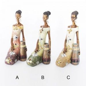 Figura mujer africana sentada (21x13x30 cm) resina